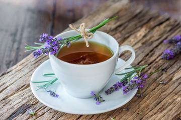 Tee - Lavendel - Lavendeltee - Blüten - Kräuter - Naturheilkunde - Lavandula