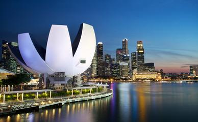 Foto op Plexiglas Singapore Marina Bay au crépuscule, Singapour.
