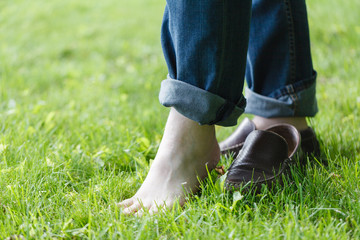 feet of the man barefoot in the Park
