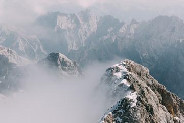 Wolken an den Gipfeln um die Zugspitze, Deutschland