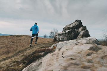 Trailrunning an der Teufelsmauer bei Quedlinburg im Harz, Deutschland