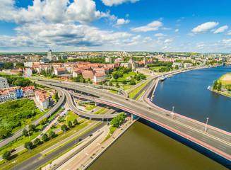 Szczecin - Stare miasto z lotu ptaka. Bulwar i wały Chrobrego, oraz rzeka Odra widziane z powietrza.