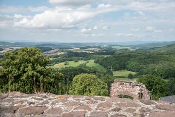 Blick von der Burgruine Hohenstein in das südliche Harzvorland - Konrad von Sangerhausen erbaute die Burg um das Jahr 1200