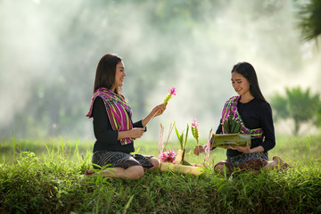 Thai tradition to the morale. In rice fields by two women