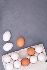 Eier Schachtel Eierschachtel Ei Schieferplatte Essen Hochformat Textfreiraum von oben