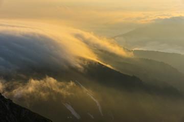 Foto op Plexiglas Ochtendgloren 朝日に光る雲海