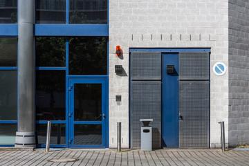 Fenster Eingang Gebäude Fluchtweg