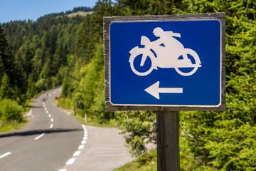 Straße in den Alpen Motorrad-Tour