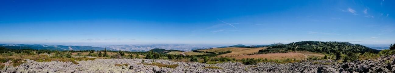 Panorama du haut du Crêt de la Perdix dans le Parc du Pilat