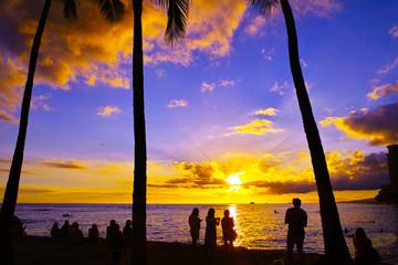 ハワイ ワイキキビーチからの夕日