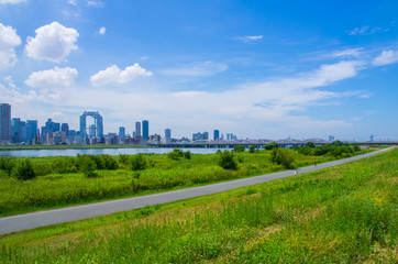 大阪・淀川河川敷とビジネス街