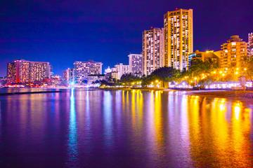 ハワイ ワイキキビーチの夜景