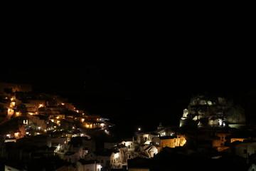 Matera panorama notturno sui sassi