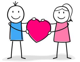 Paar hebt glücklich ein Herz