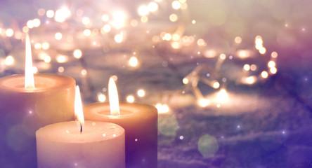 Adventskerzen im Lichterglanz