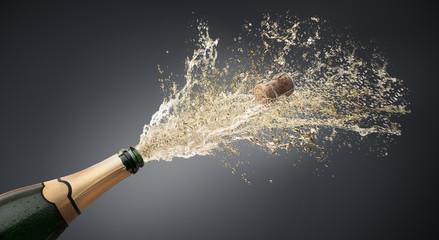 Champagner-Splash vor Grau 1