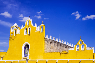 Fototapete - Izamal Cathedral View