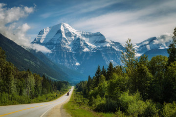 Yellowhead Highway in Mt. Robson Provincial Park, Canada Fototapete