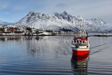 Fishing boat entering Sildpolltjonna bay from the east. Austnesfjorden-Austvagoya-Nordland-Norway. 0168