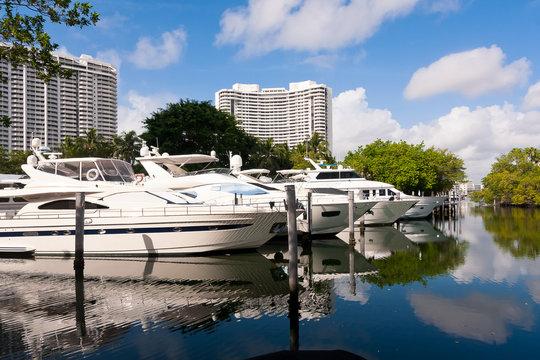 White Yachts , Miami