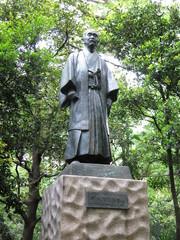 文京区の占春園にある嘉納治五郎先生像