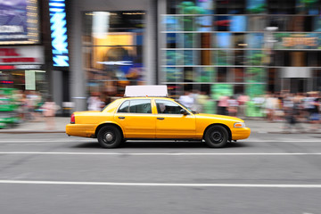 Photo sur Aluminium New York TAXI Panning shot of a taxicab at Times Square in New York, USA.