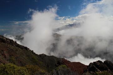 La reunion dans les nuage vue du cratère Commerson