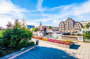 Obraz Stare Miasto i spichlerze nad rzeką Brdą. Bydgoszcz - fototapety do salonu