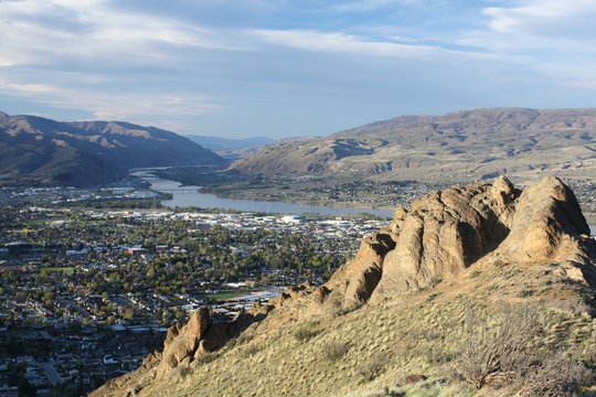 South view of Wenatchee Columbia River basin from Saddle Rock