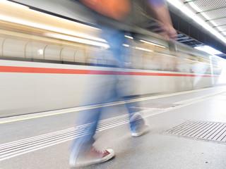 U-Bahn Linie - Bewegung und Stillstand