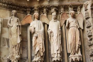 Details et statues de la cathedrale de Reims en France