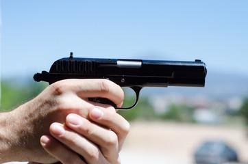 hand gun airsoft aim
