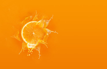 Fotorolgordijn Sap Slide cut piece of orange drop on orange background with orange juice splash water with copy space