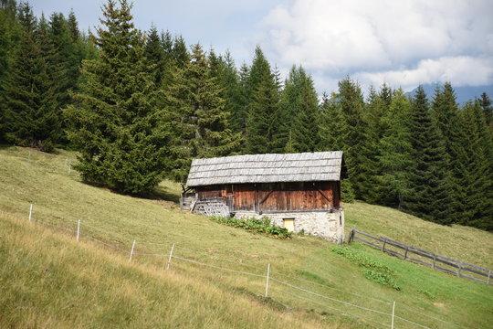 Mölltal, Marterle, Oberkärnten, Lienzer Dolomiten, Kreuzeckgruppe, Kreuzeck, Alm, Stadel, Straße, Wolken, Sommer