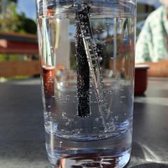 Mineralwasser mit Röhrchen