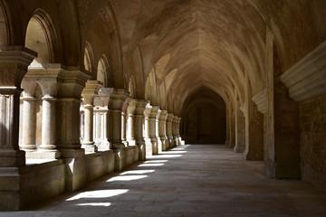 Foto auf AluDibond Denkmal Cloître de l'abbaye royale cistercienne de Fontenay en Bourgogne, France