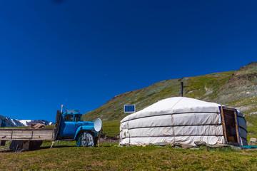 Ger Jurte und Lastwagen Mongolei