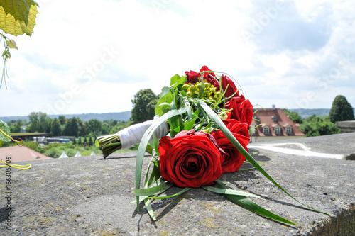 Brautstrauss Hochzeitsstrauss Rote Rosen Stockfotos Und Lizenzfreie
