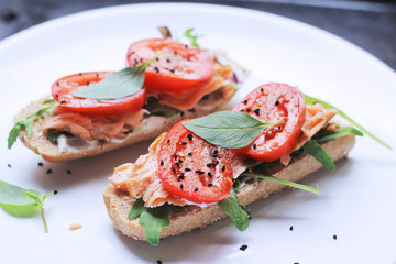 healthy wholegrain salmon sandwich
