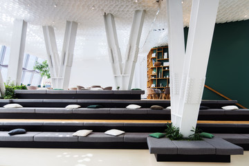 Multifunctional space for rest, presentations and meetings in a