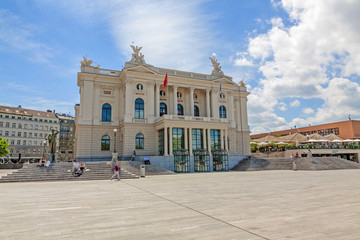 Photo sur Aluminium Opera, Theatre Zurich Opera house building (Opernhaus Zuerich) - entrance, view from Sechselautenplatz