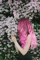 Faceless pink hair female model overside