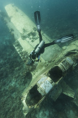 Scuba diving with wreck