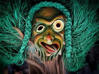 Allemannische Hexenmaske aus Holz geschnitzt