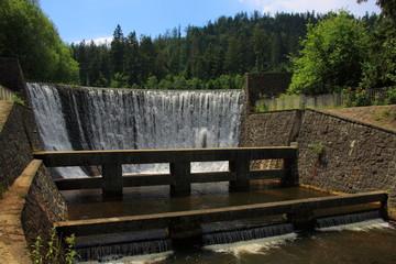 Wodospad na Białej Wisełce w Wiśle (Polska, województwo śląskie), tuż obok Jeziora Czerniańskiego.