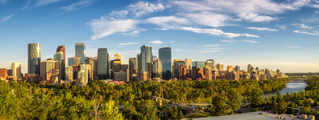 Fotomurales - City skyline of Calgary with Bow River, Canada