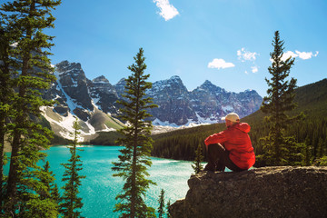 Tuinposter Canada Hiker enjoying the view of Moraine lake in Banff National Park, Canada