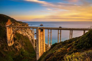 Cadres-photo bureau Cote Bixby Bridge and Pacific Coast Highway at sunset