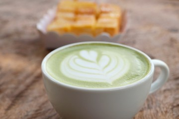 hot green tea with bread