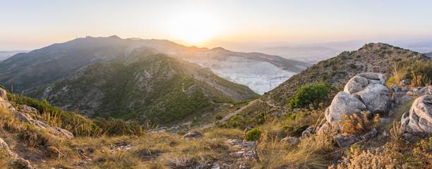 Sonnenuntergang in den Bergen von Andalusien im Urlaub